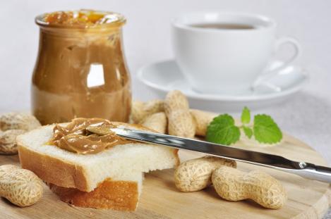 pindakaas is een koolhydraatarm broodbeleg